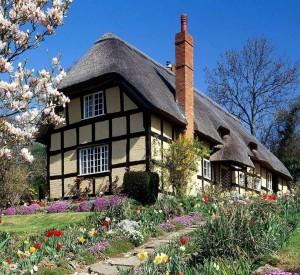 A-herança-familiar-de-pai-a-filho-garantiu-a-estabilidade-e-a-prosperidade-das-famílias-em-todas-as-classes-sociais.-Na-foto-cottage-casa-camponesa-em-Spring-Garden-Inglaterra-1117x1024